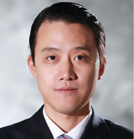 周富胜 CRAIG ZHOU 胡光律师事务所律师 Associate Martin Hu & Partners