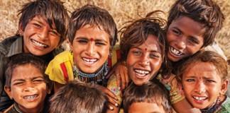 Smiling_children_India