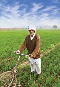 Farmer_working_in_a_field_in_India