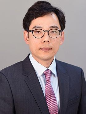 Daniel-Lee-Lawyer-at-Kobre-&-Kim-in-New-York