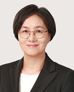 Kim Sunyoung (Sunny), Senior foreign attorney, Tel-+82 2 316 4655, Email-syokim@shinkim.com